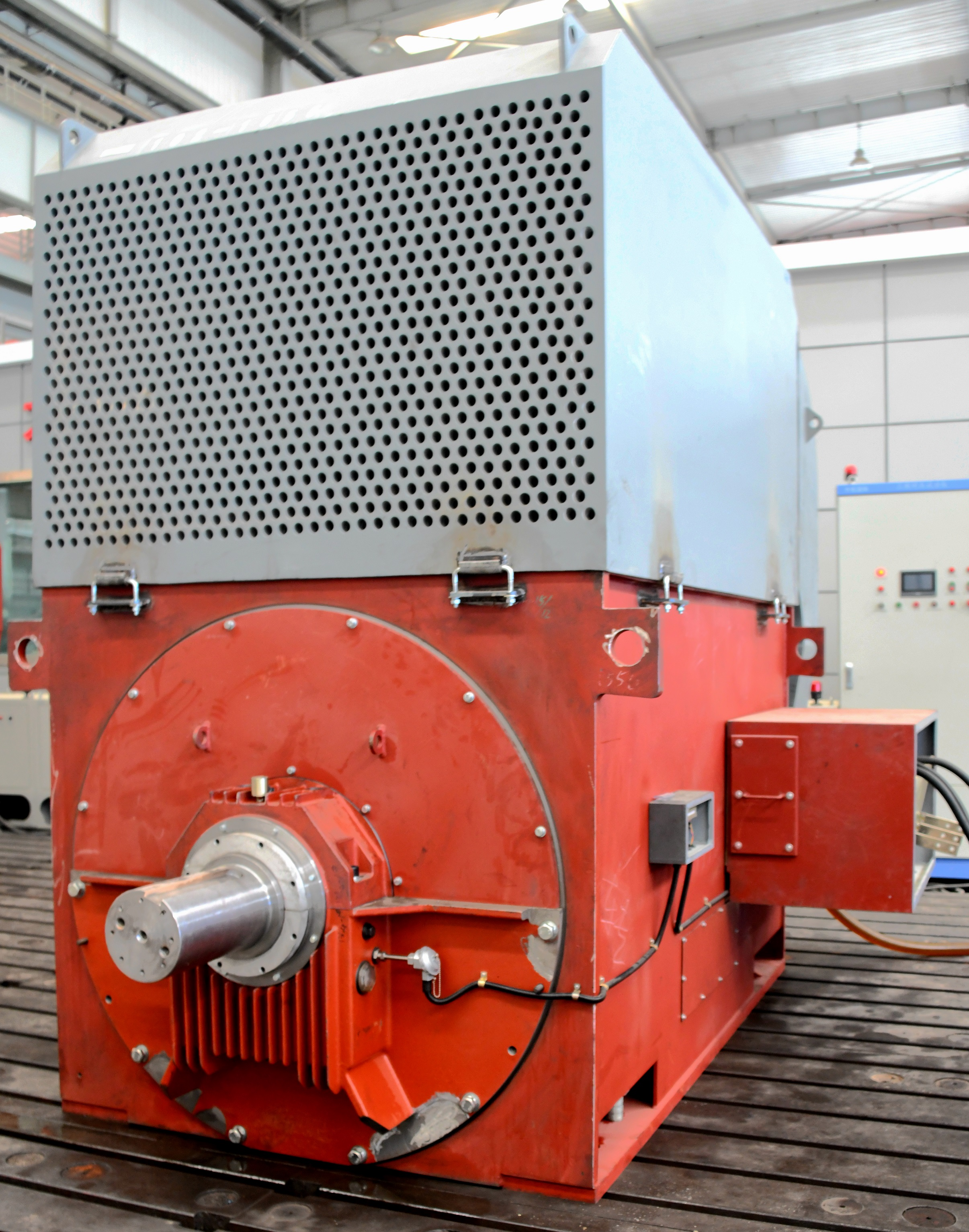 公司新一代大型高功率密度高压三相异步电机研制成功