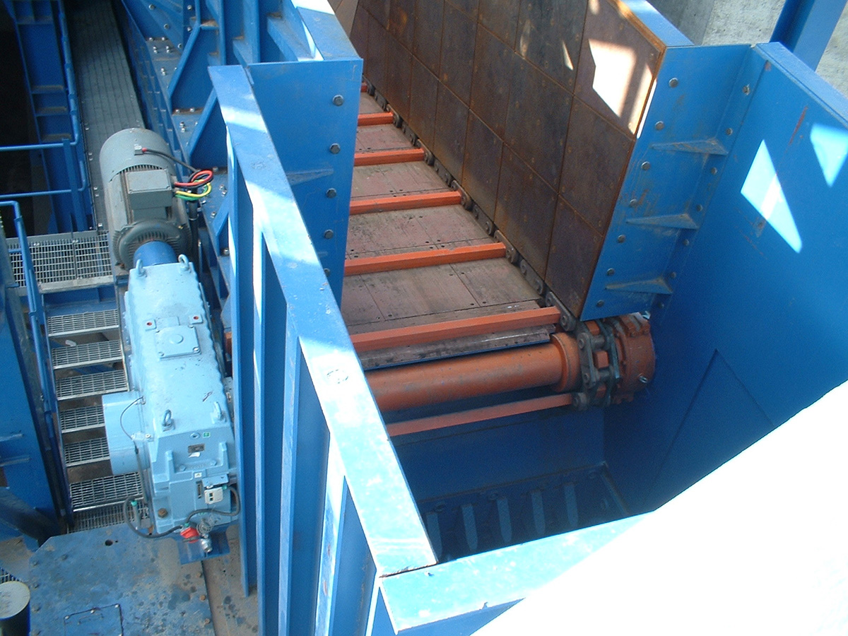 Scraper feeder for Mine