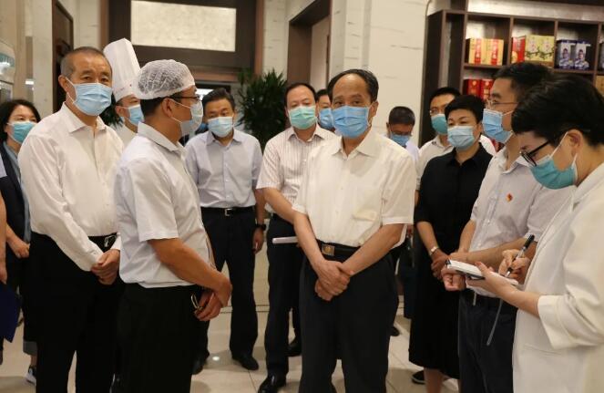 全國人大常委會副委員長吉炳軒蒞臨華天集團鼓樓馬凱餐廳調研