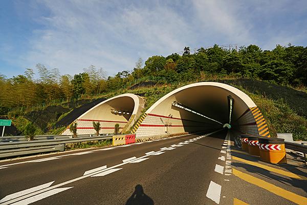 象山港连接线杨公山隧道