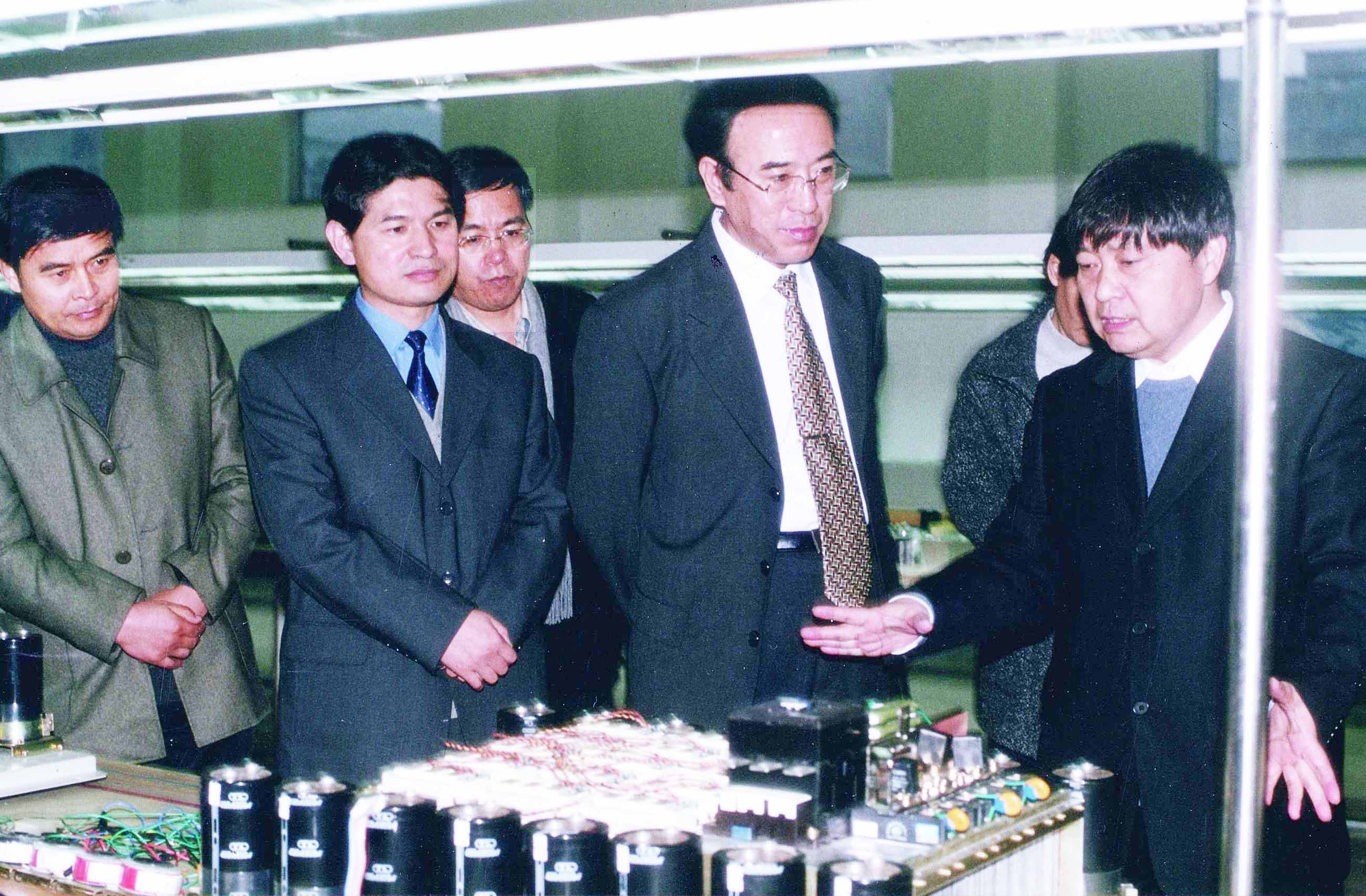 陪同国家知识产权局局长王景川考察森兰变频器生产线
