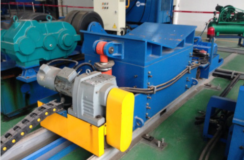 Pipe moving machine