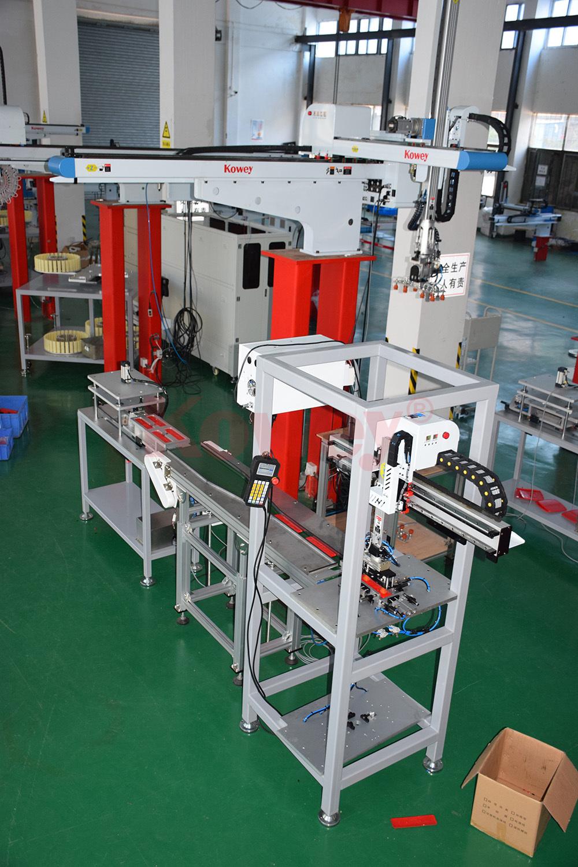 注塑自動化-塑料標牌全自動生產線-注塑機械手-直角坐標機械手