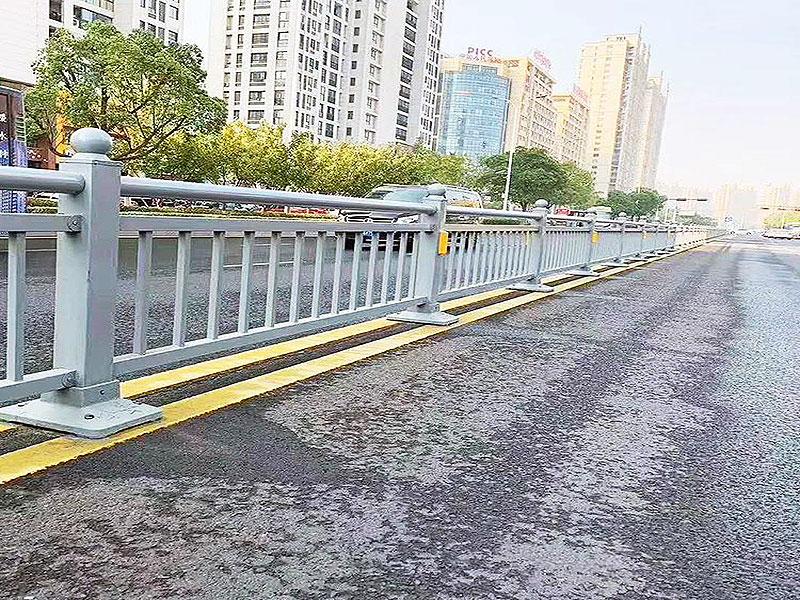 道路護欄高度設計標準