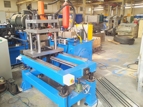 Servo tracking and cutting machine