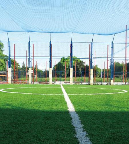 籠式足球場 (框架式鋼板沖壓圍網)