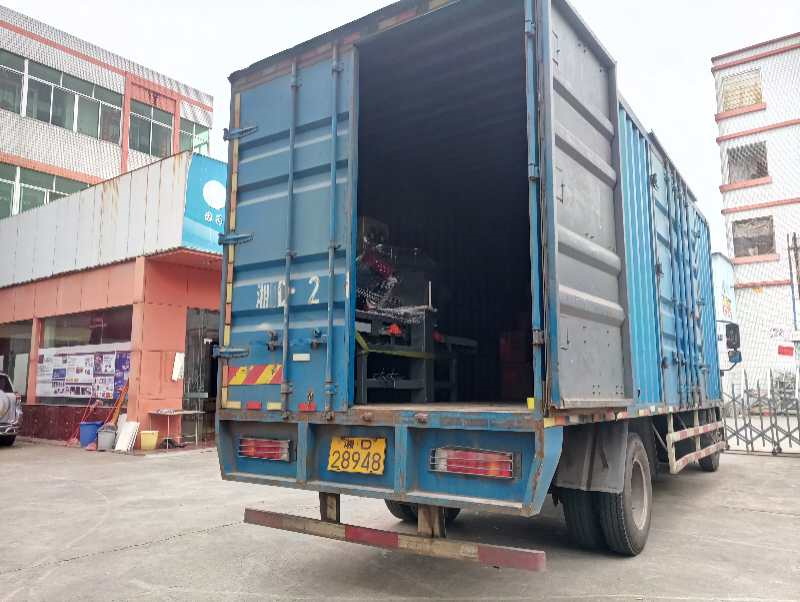 2019年5月份,1200型瓷磚倒角機等發往江西宜春
