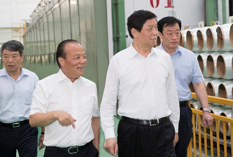 中共中央政治局常委、全国人大常委会委员长栗战书,于2018年7月21日视察企业。