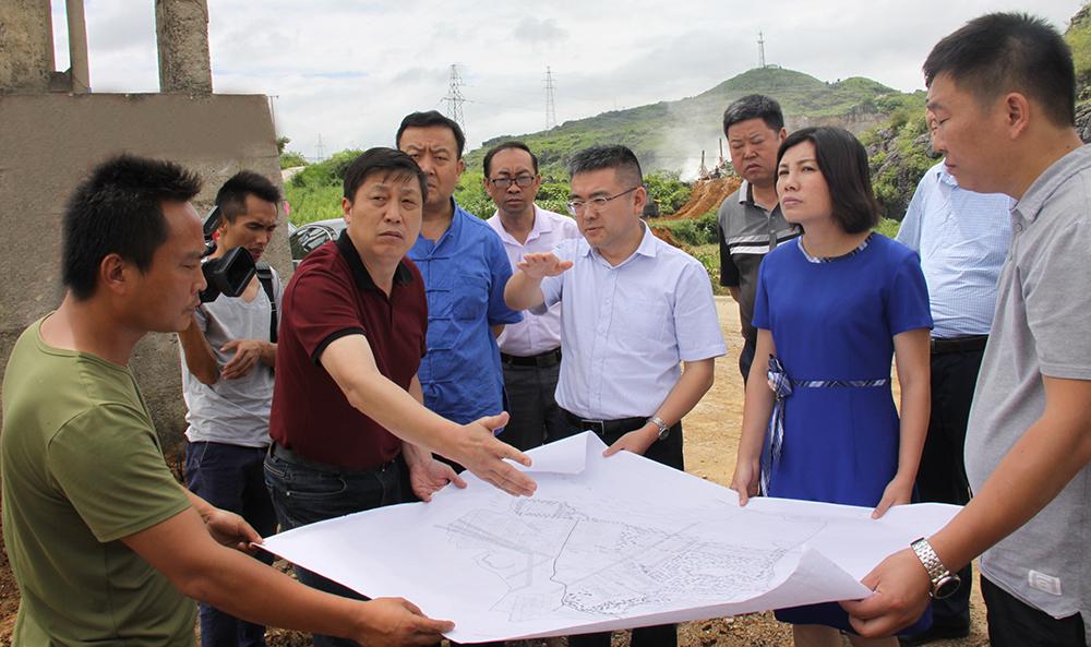 2017年5月18日贵州省科技厅厅长廖飞视察项目建设