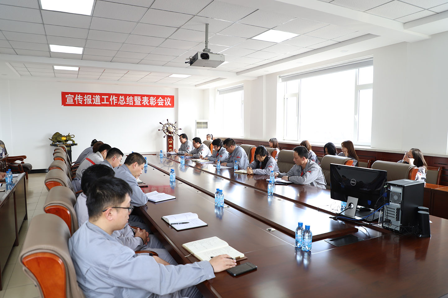 The company held the summing up and commendation meeting of the publicity and reporting work in 2020
