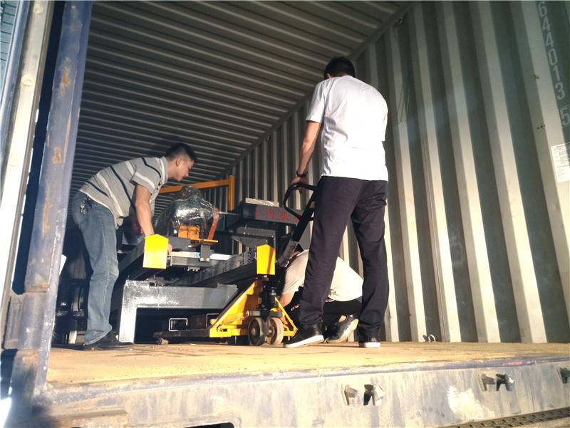 2019年5月份,1200瓷磚自動內倒機等發往新疆烏魯木齊