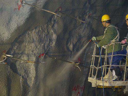 長江三峽右岸地下電站注漿、堵漏與噴涂防水示范工程