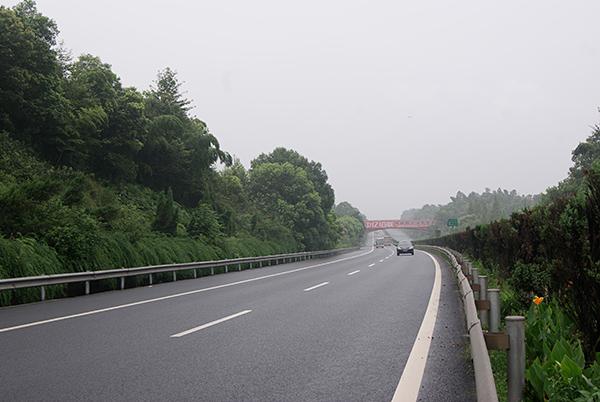 湖南长益高速公路路面