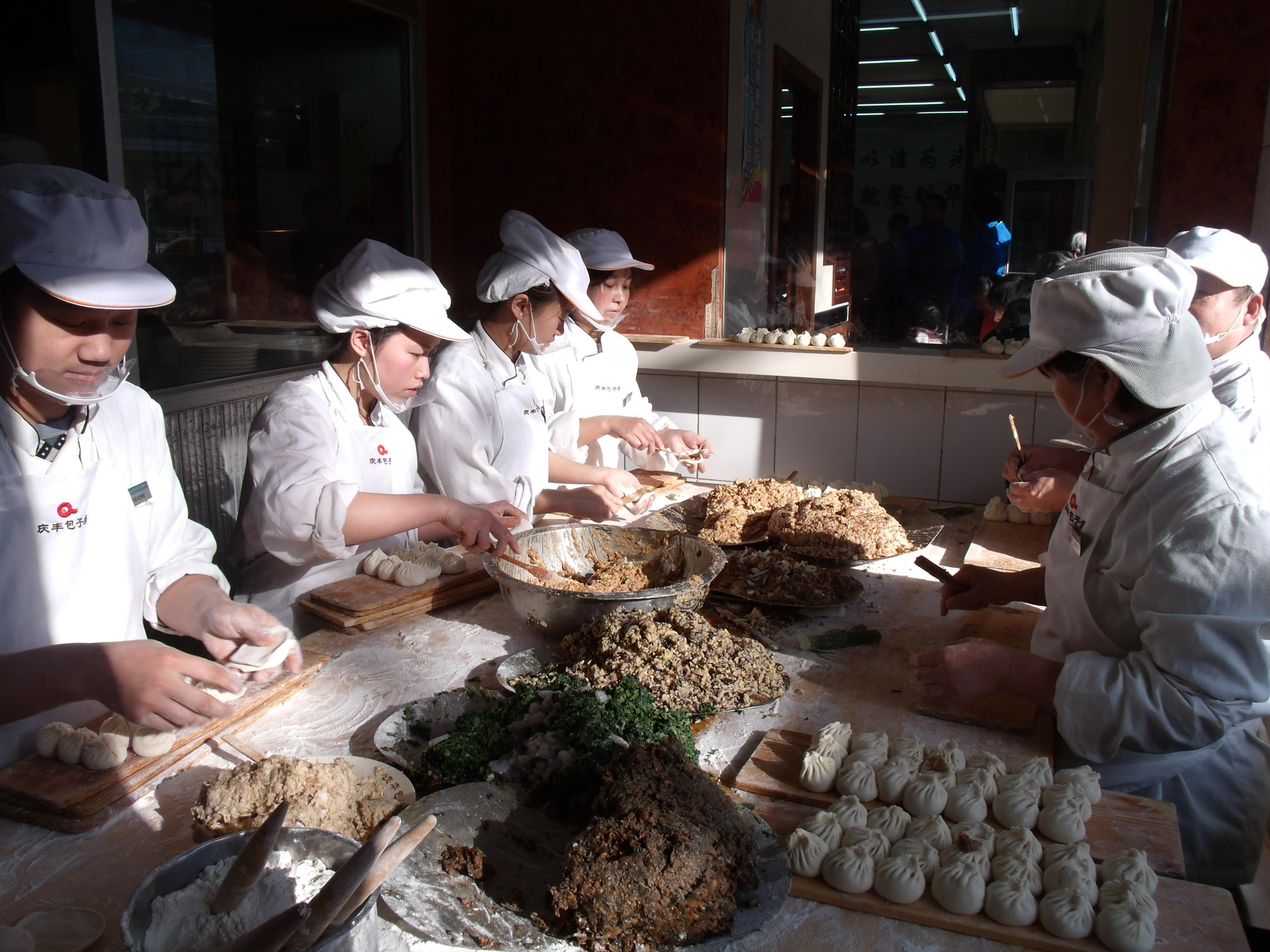 探訪│北京商圈再現就餐排隊,部分老字號門店銷售額達疫情前水平