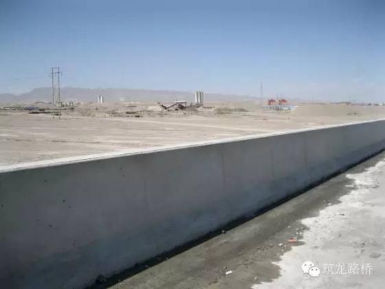 钢筋混凝土公路隔离带