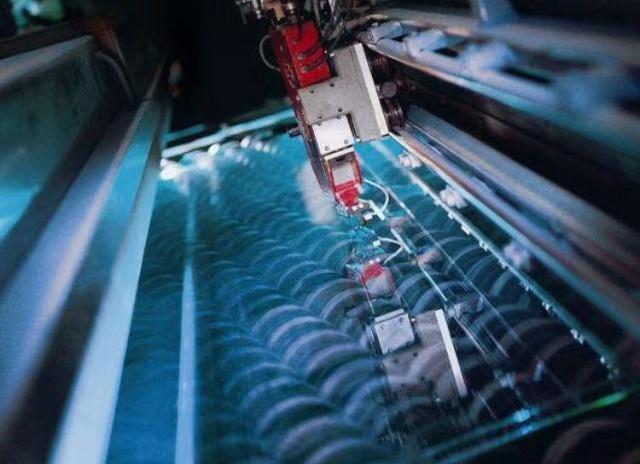 為什么玻璃廠的機器需要24小時不停的工作