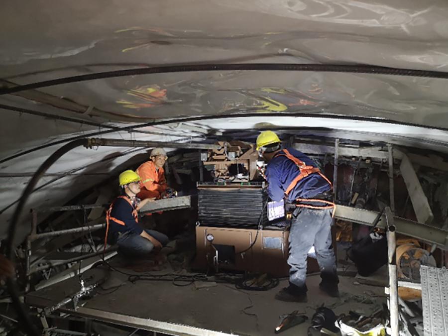 隧道二襯拱部防脫空縱向退管式帶模注漿工藝應用情況介紹