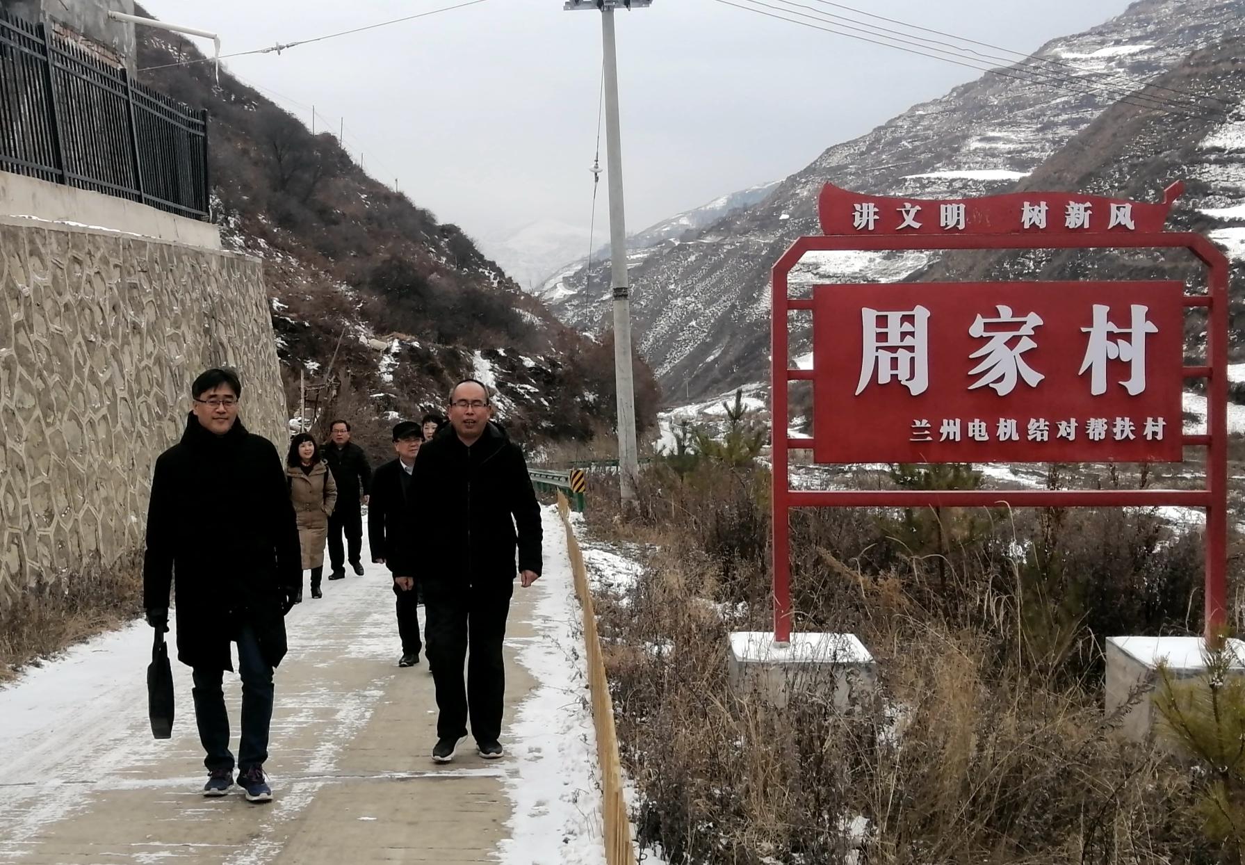 兰电公司帮扶干部进村入户开展帮扶工作