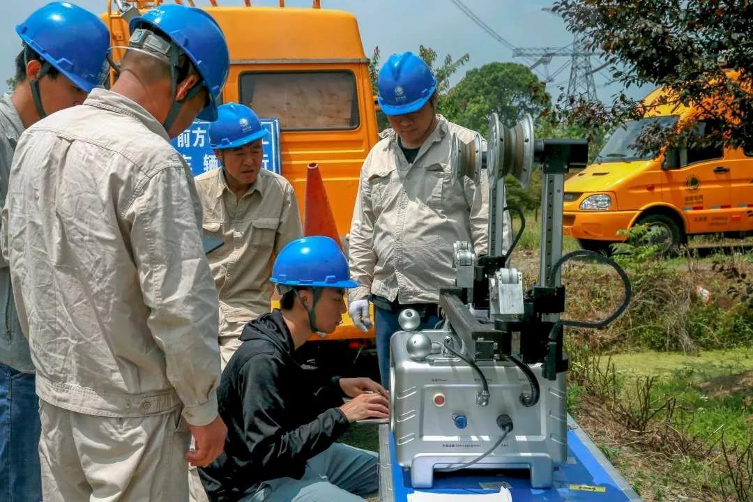 """科凯达机器人再度创造""""首例"""" - 国内±800千伏直流输电线路首次安装智能巡检机器人"""