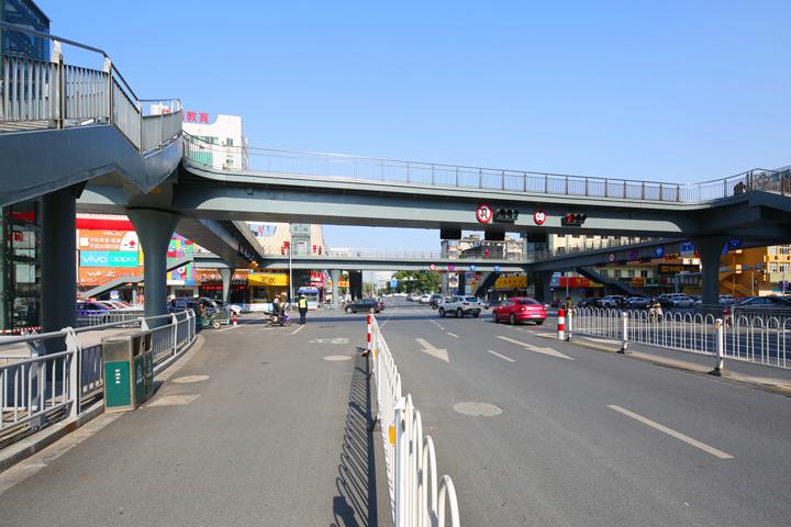 嘉興市標化工程  中山路與越秀路口人行過街天橋