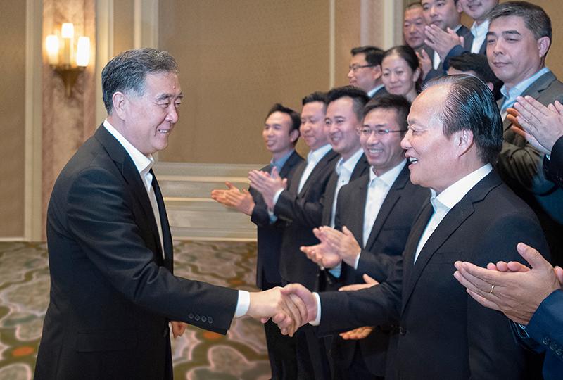 中共中央政治局常委、十三届全国政协主席汪洋,于2019年11月11日在埃及亲切接见集团董事局主席张毓强。