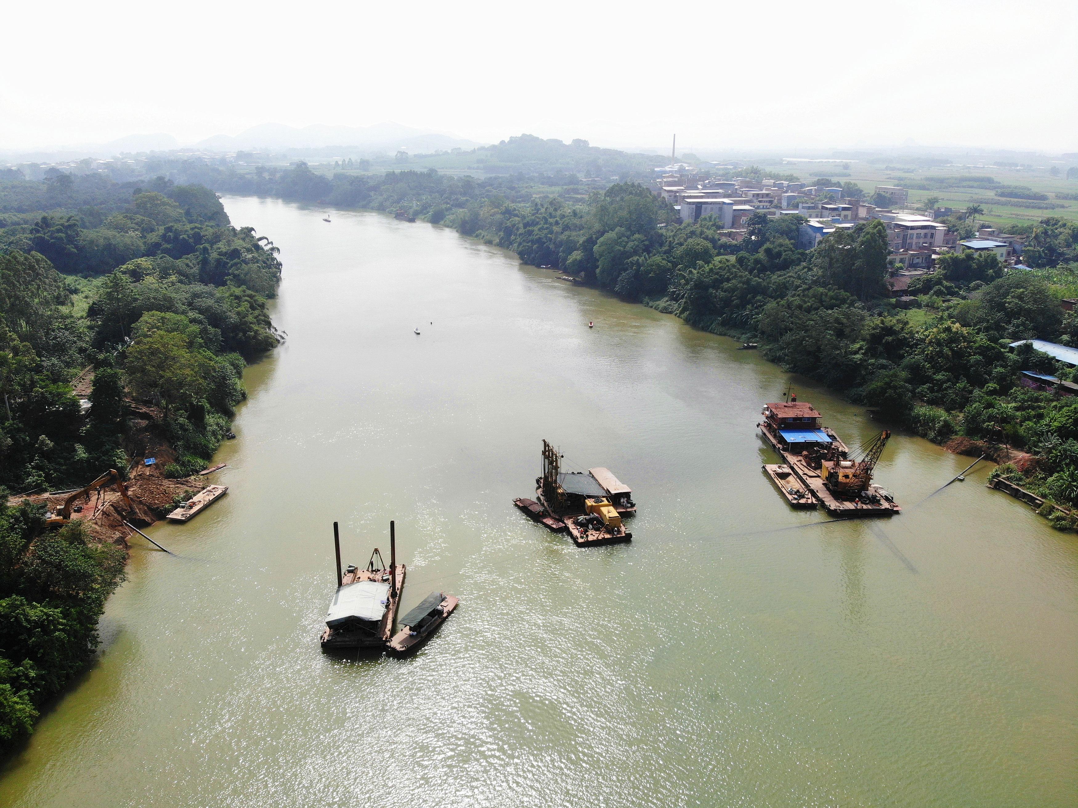 隆安縣那桐鎮穿越右江河底污水管道工程