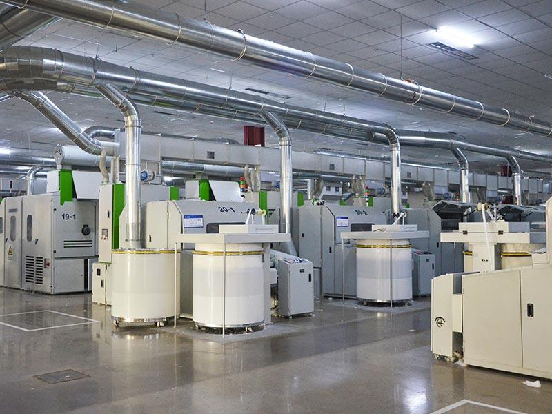 自動化的清鋼聯成套設備,把原來的清花和梳棉工序合二為一,減輕了勞動強度,節約了勞動用工,提升了產品質量。