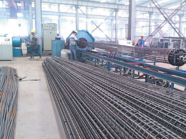 Automatic rolling welder for steel frame of electric pole