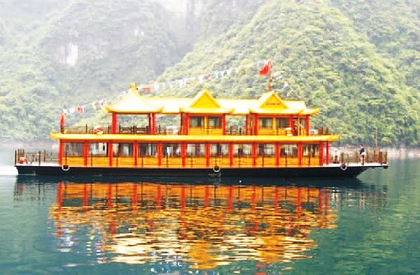 清江画廊旅游船