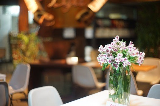 flowers-cafe-still-life