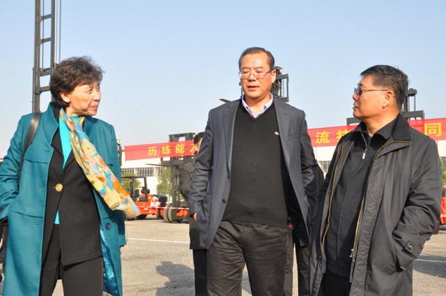 《中國工業報》報道:合力兩員工并肩奪冠