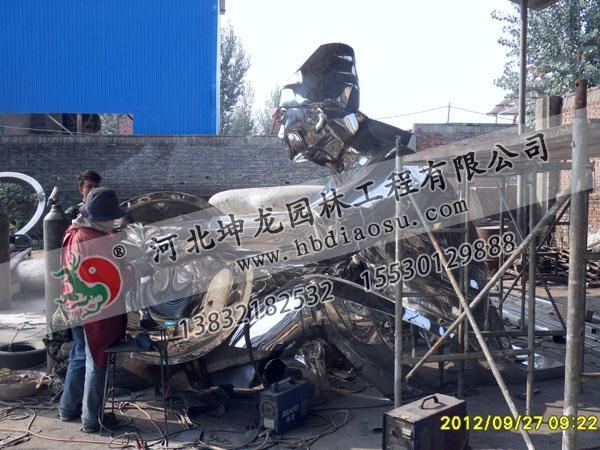 不銹鋼雕塑制作施工現場