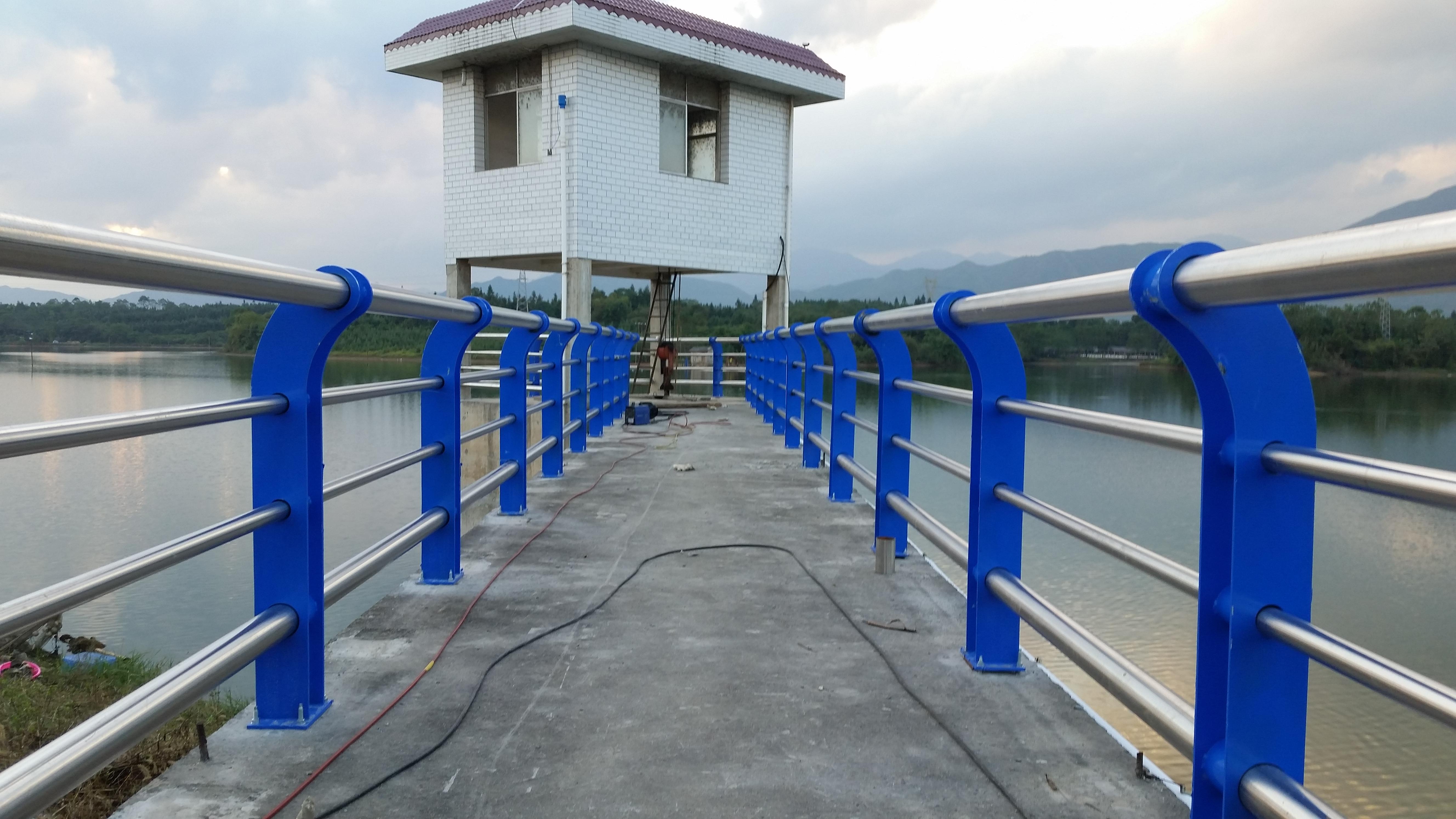 橋梁護欄在行業中必不可少