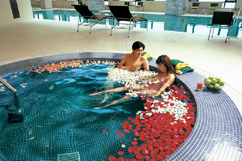 上海古井假日酒店室內游泳池裝飾