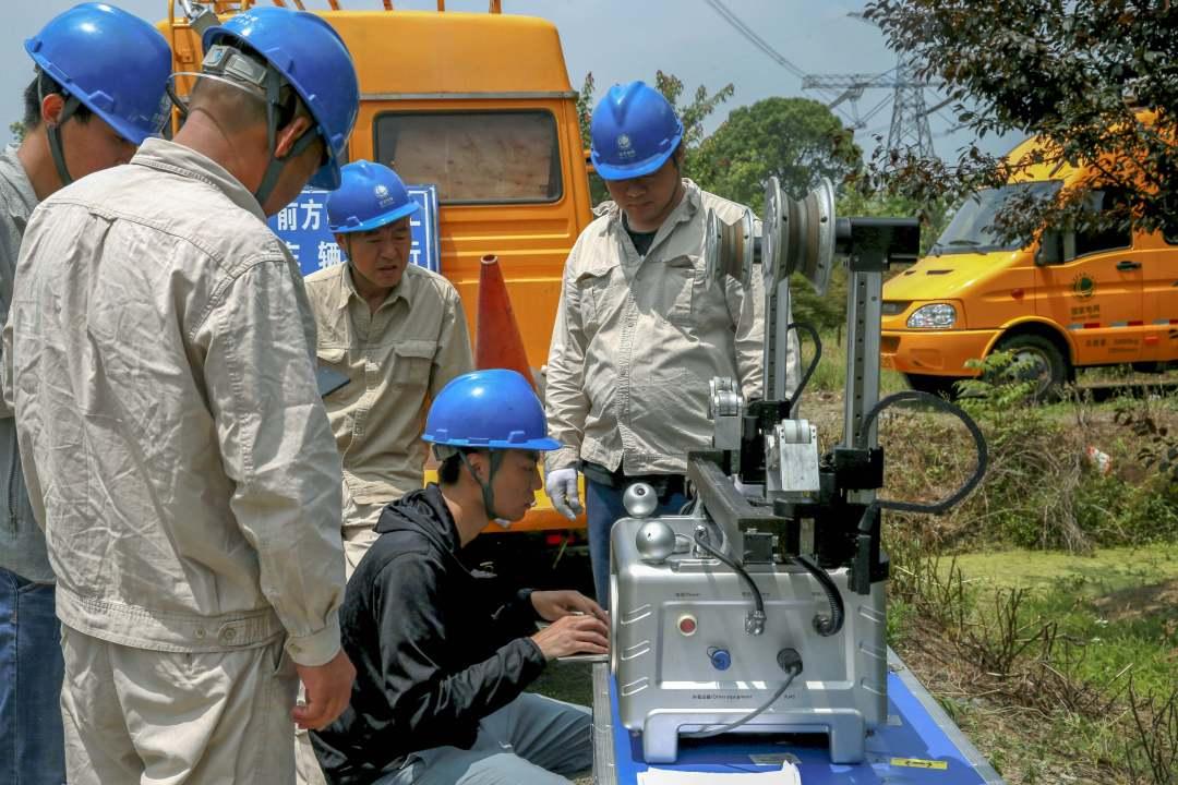 国家电网-国内首例-江苏吴江境内+-800千伏复奉线使用巡检机器人运行监测