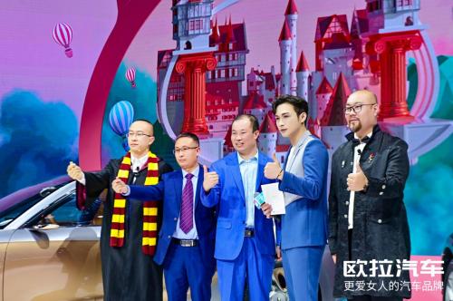 男神张彬彬惊现上海车展,欧拉好猫展台引众人围观