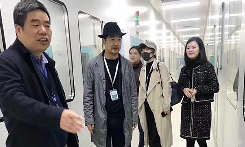 江蘇姑蘇凈化科技有限公司于2014年承施的上海細胞治療集團的凈化項目,迎來了著名導演張國立先生到場參觀!