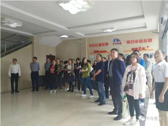 中國綠色食品發展中心組織全國檢查員來到牛牛乳業檢查指導