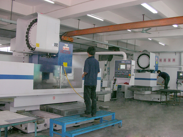 Large CNC machining center (can process 3000mm X 1200mm)
