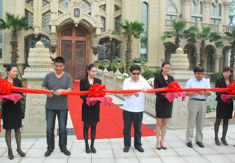 Mr. Yongyan Liu (center), Chairman Yuxin Chen (second from right), and Mr. Yonghao Liu, Chairman for Atlantis (second from left) at ribbon-cutting cer