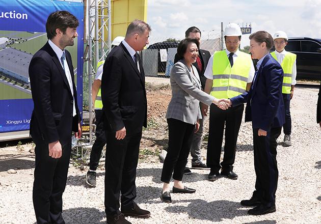 塞尔维亚总理阿娜·布尔纳比奇一行视察星宇股份塞尔维亚项目施工现场