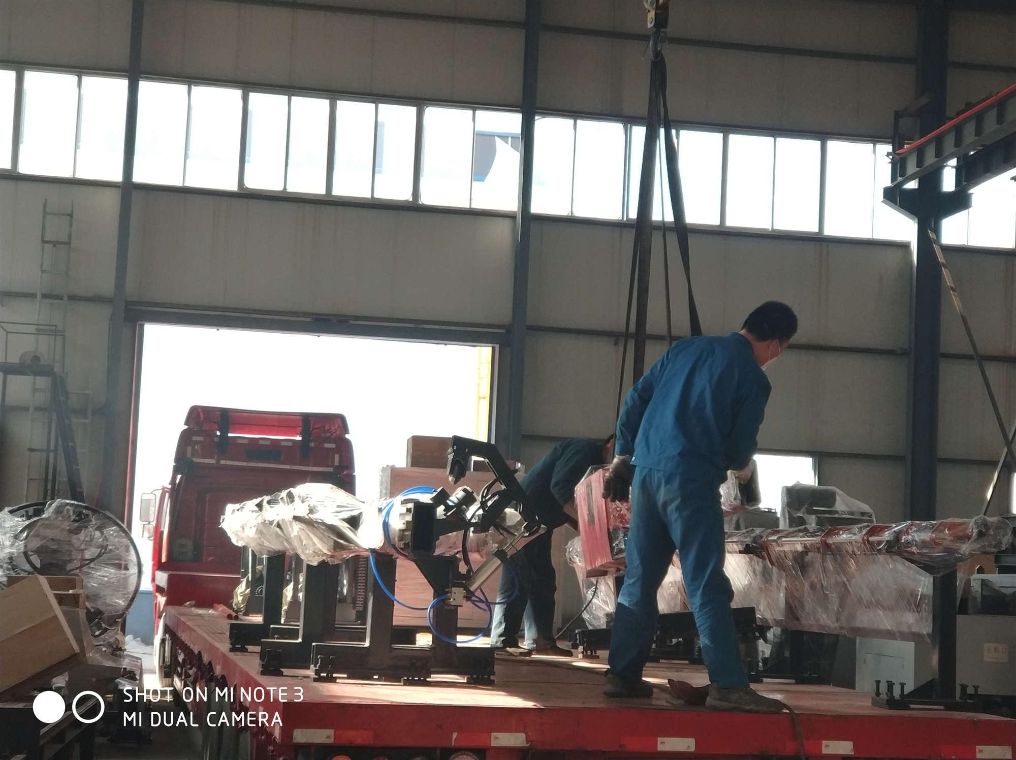 济南光先JNC1412型、JNC0605型数控角钢生产线今日同时发货