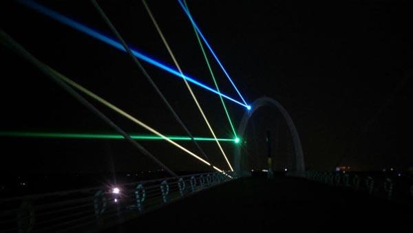 南京青奧會步行橋激光項目