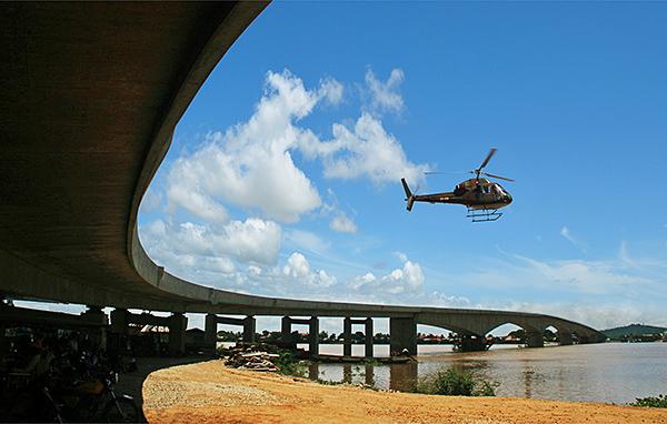 柬埔寨洞里薩河大橋