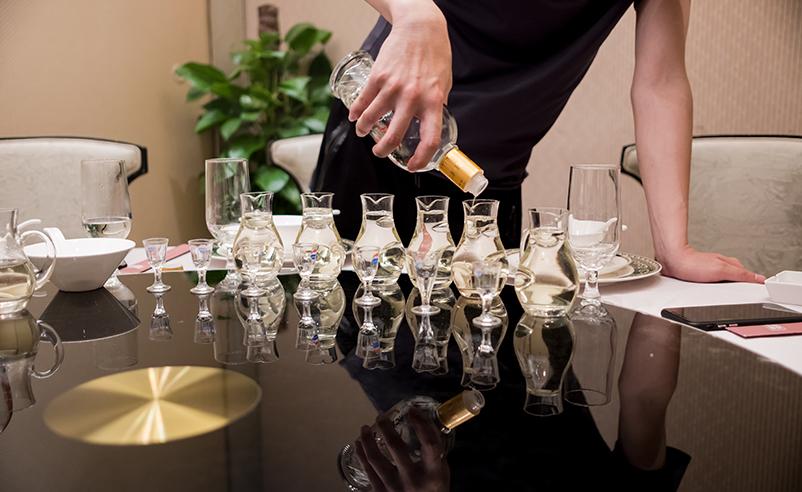 白酒玻璃瓶也拥有力量—张应力!