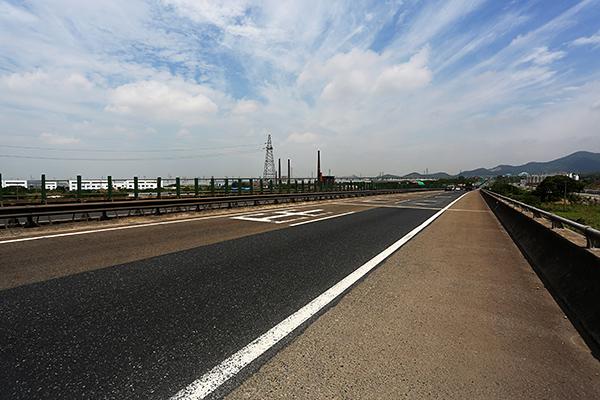 杭宁高速湖州段路面整修