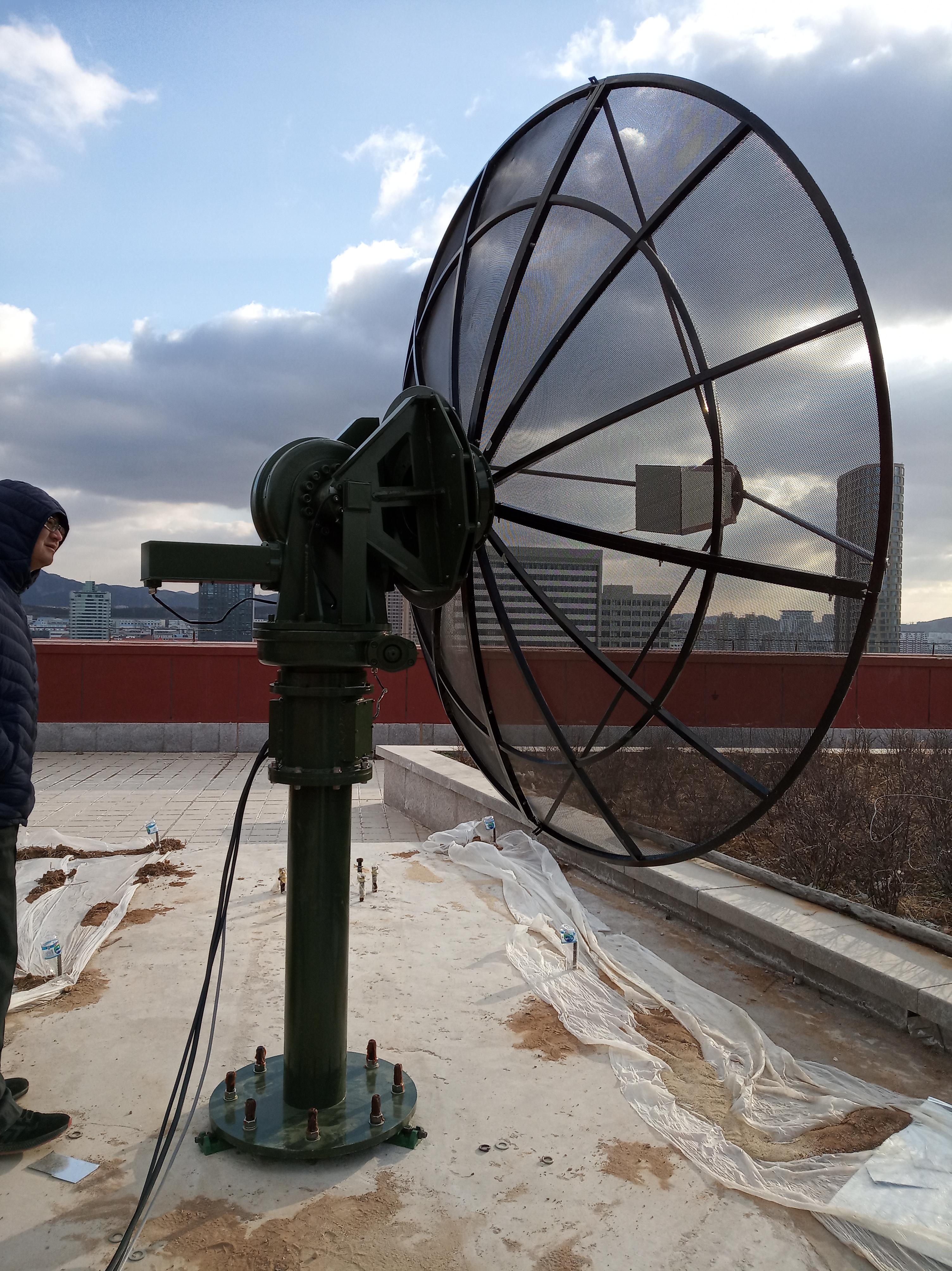 C波段射电频谱太阳跟踪控制观测站