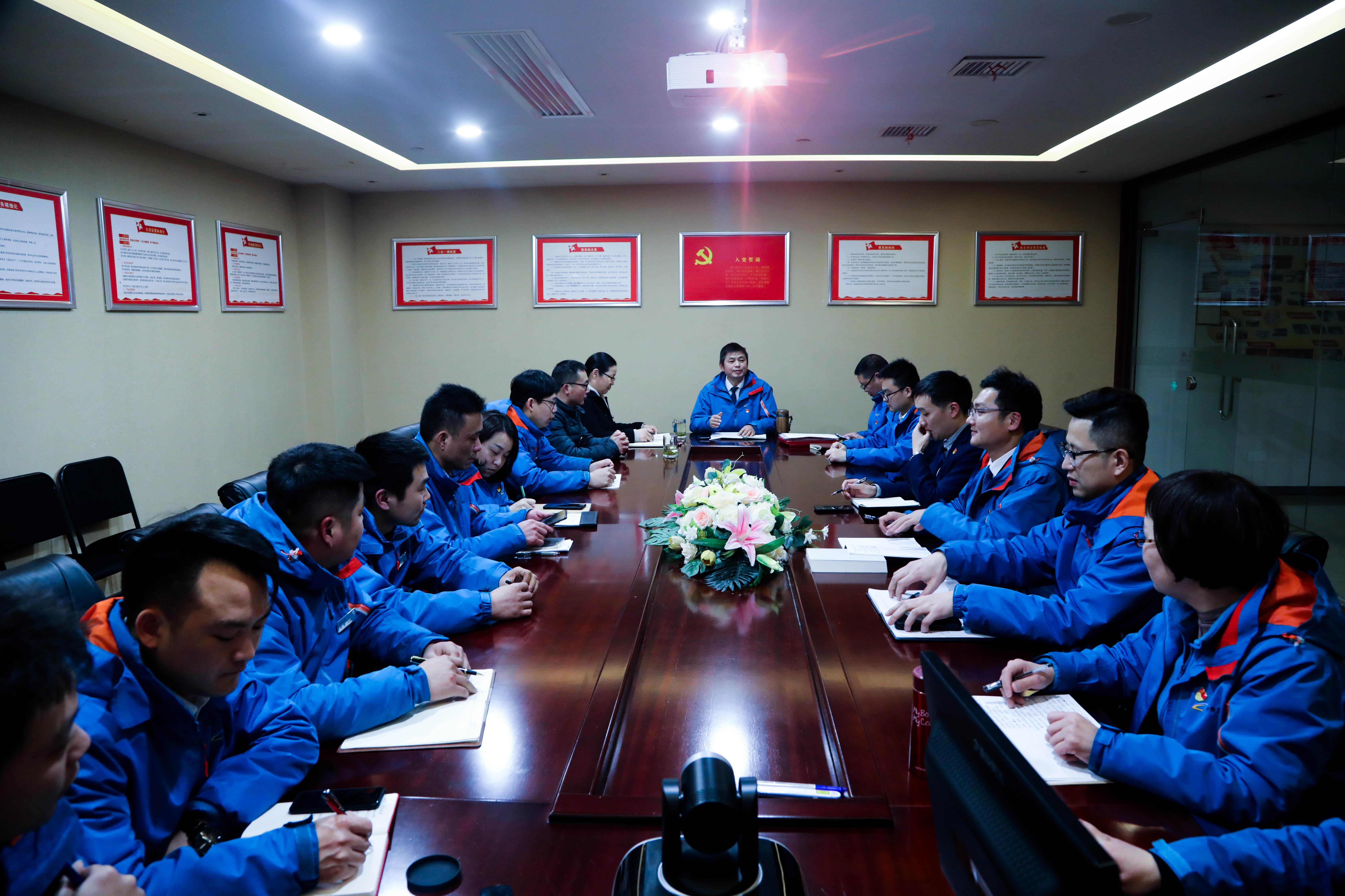 金沙糖果派对网站8301党支部召开组织生活会和民主评议党员