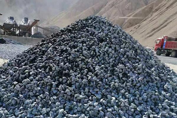 青海格尔木350吨每小时花岗岩破碎筛分生产线