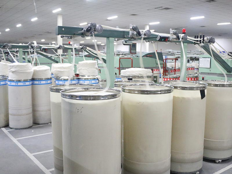 質量和條干改善起到了重要作用的進口高速勻整立達并條機,對精梳純棉紗的質量帶來較大改善。